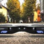 Los hoverboard son patinetes eléctricos con sistema giroscopico autobalanceado, que permiten ser manejados mediante el cambio de equilibrio de tu cuerpo. Lo más parecido al patinete de regreso al futuro que se haya inventado